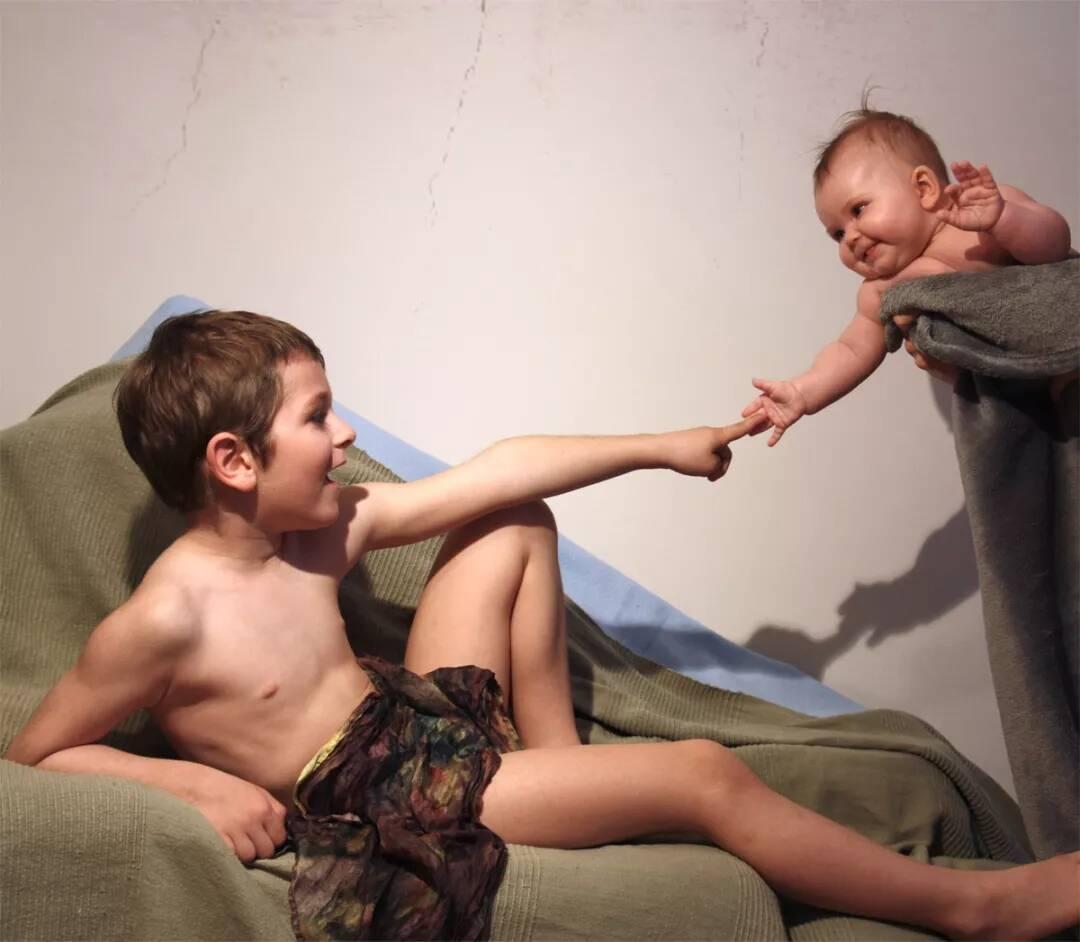 重庆美术培训画室带你来看,摄影师妈妈如何把全家都拍成世界名画!