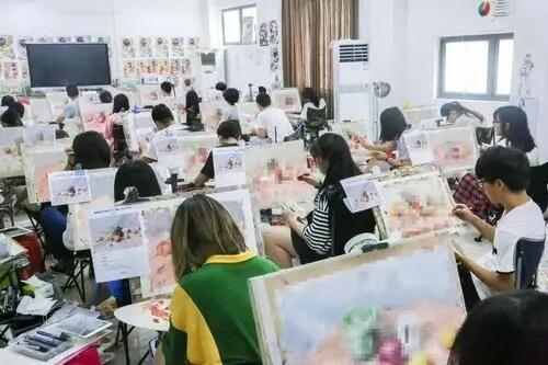 美术集训在本地找画室好,还是到外地找画室好?