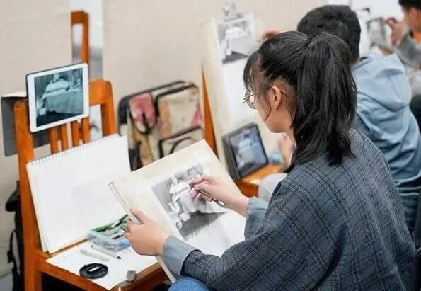 重庆画室分析各大美院校考合格证报录比
