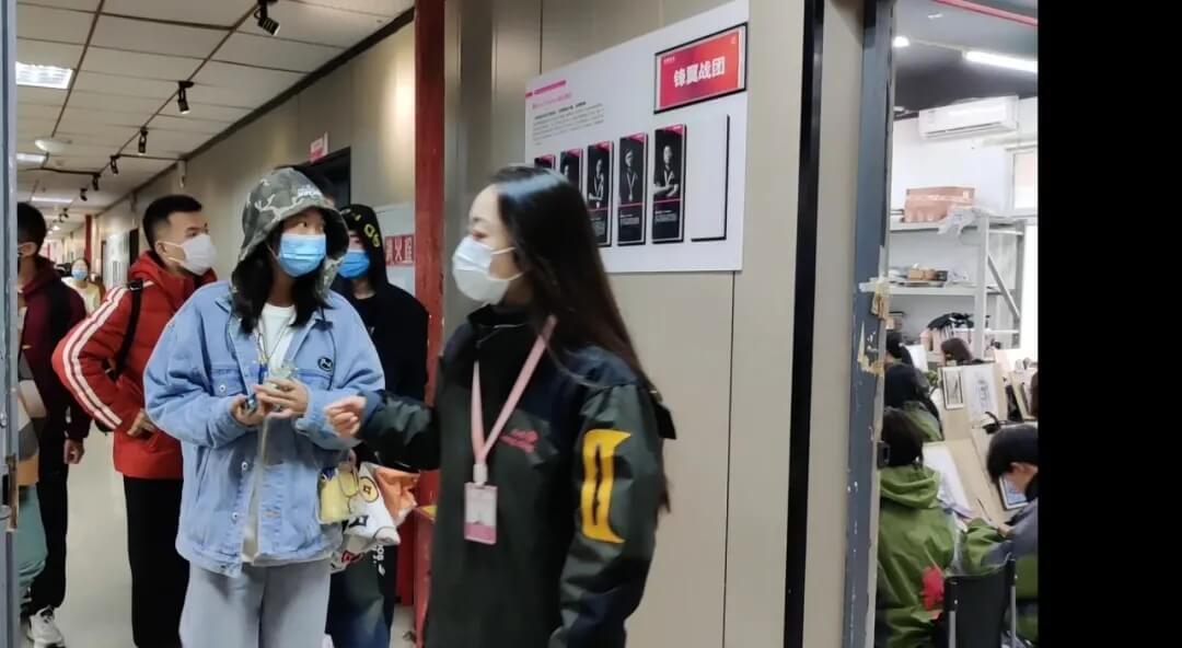 热烈欢迎四川省艺术生前来龙行艺术考察参观!
