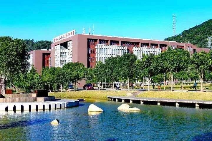 重庆美术集训画室:美术生联考没考好,还能被好的大学录取吗?