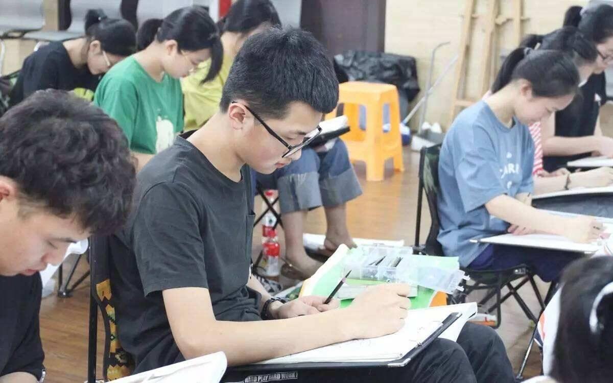 重庆美术培训:2021艺考生集训期间常见的心理问题,该如何调节?