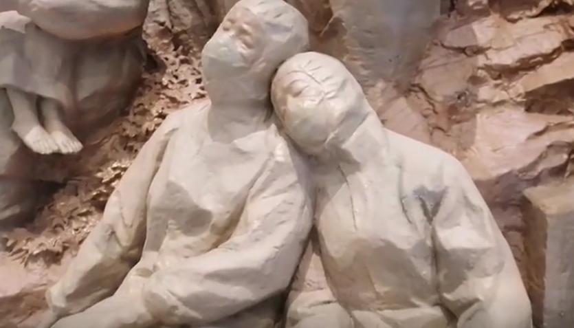 重庆龙行艺术培训学校带你逛沙坪坝区大学城熙街罗中立美术馆,大型群雕作品欣赏 !