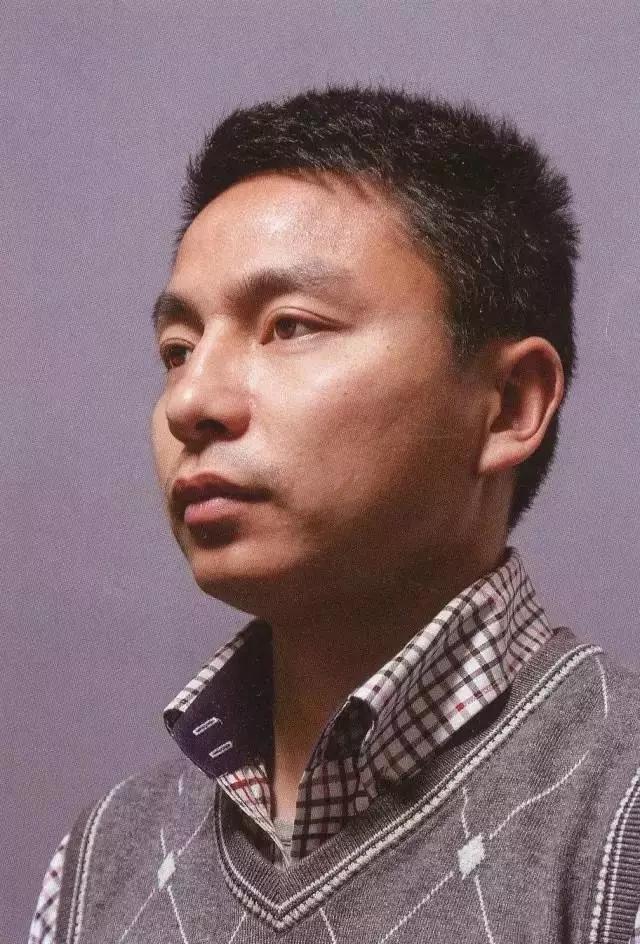 重庆十大画室素描教学 美术生如何处理格子衬衫的褶皱?