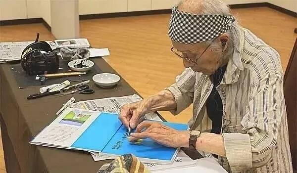 日本近100岁的老人仍在画画,重庆美术培训画室美术生你有什么理由不努力!