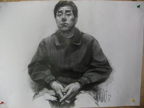 重庆美术集训画室:美术生知道素描半身像带手,如何才能拿高分?